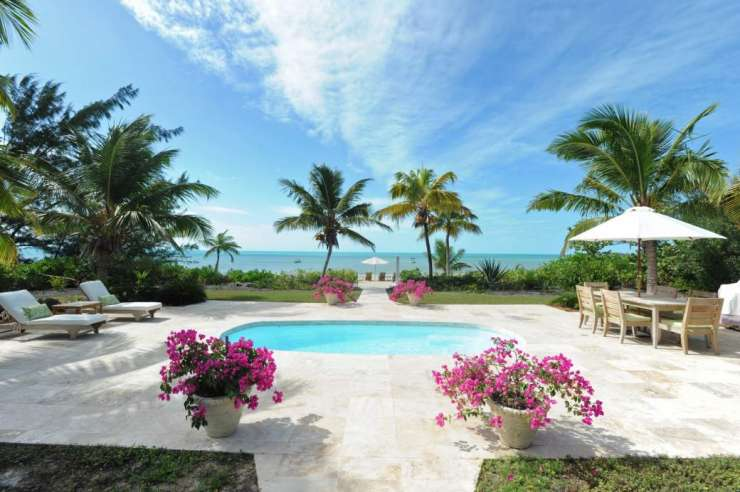Luxury Beachfront Villa with Pool and Guest Cottage