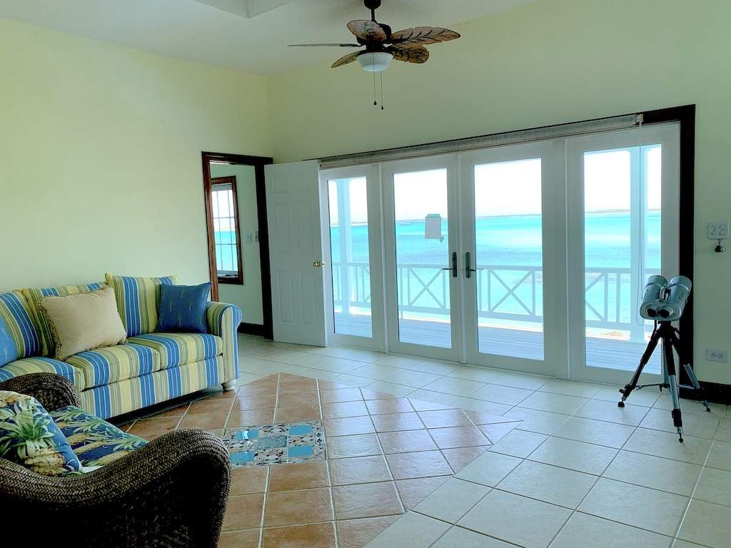 2nd-floor-living-area